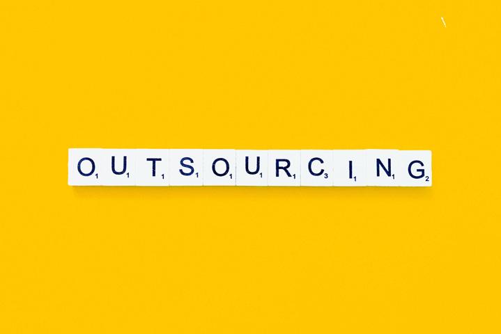 servizi outsourcing significato definizione caratteristiche
